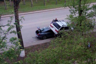 В Кемерове в результате ДТП одна «легковушка» оказалась на крыше другой