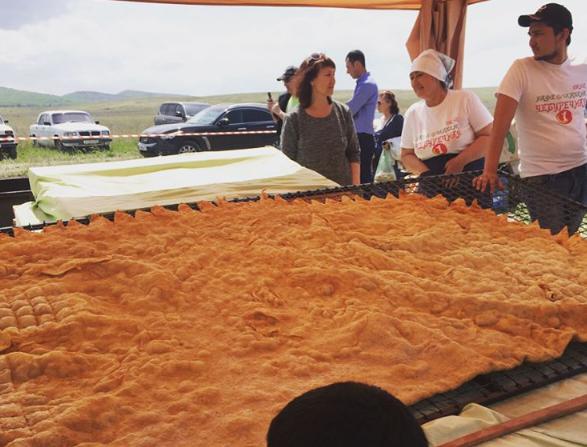 ВКрыму испекли 100-килограммовый чебурек