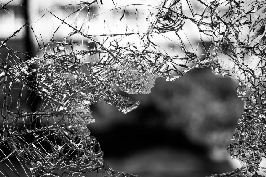 Нетрезвый новокузнечанин разбил дверь автобуса