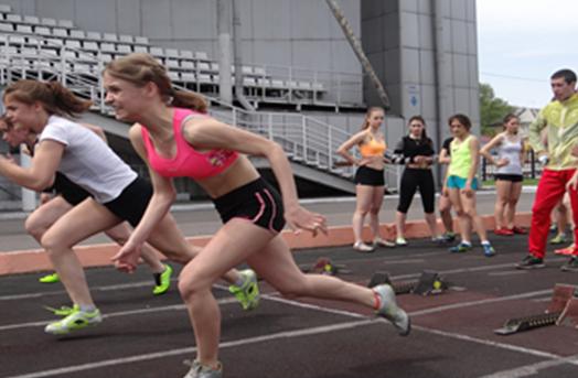 «Равнение на Победу!»: в соревнованиях в Киселёвске участвовали более 500 детей