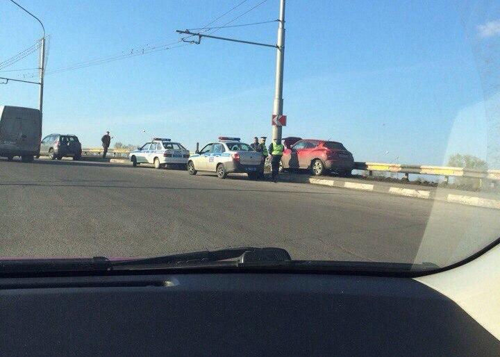 Новокузнечанка за рулём Nissan врезалась в столб, пострадали двое взрослых и годовалый ребёнок