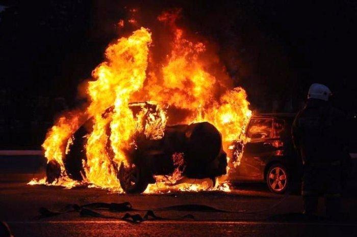Ночью в Кемерове на Южном сгорел автомобиль
