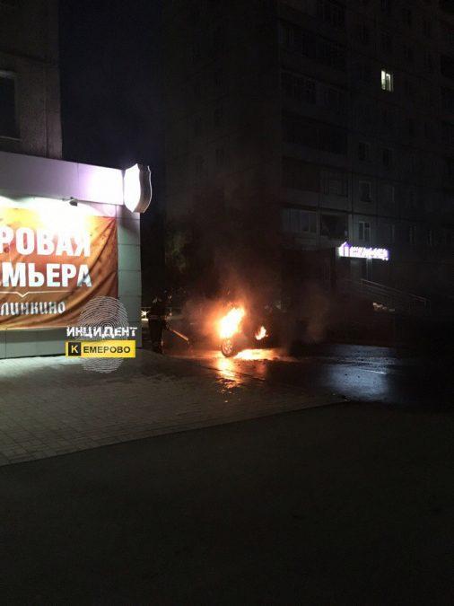 В Кемерове ночью сгорел автомобиль Kia