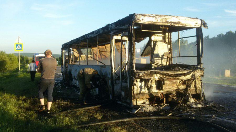 Появились фото сгоревшего дотла рейсового автобуса вКемеровской области