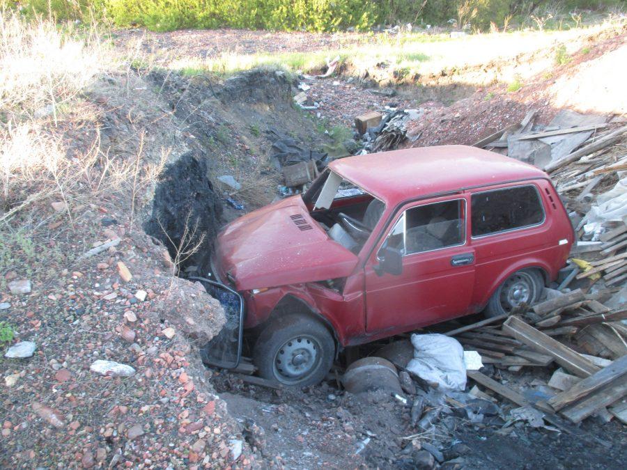 В Кузбассе пьяный водитель «Нивы» без прав устроил ДТП, травмы получили двое детей