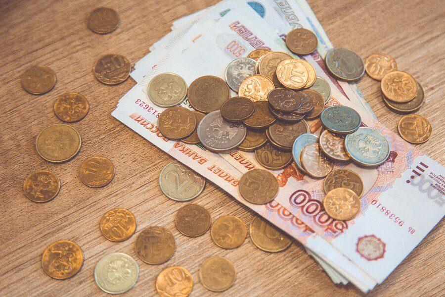 За месяц средняя зарплата в Кузбассе уменьшилась до 31 713 рублей
