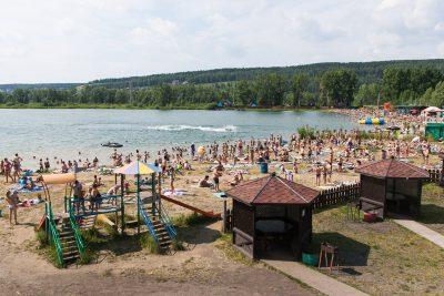 На Красном озере приставы арестовали за долги автомобиль кемеровчанина