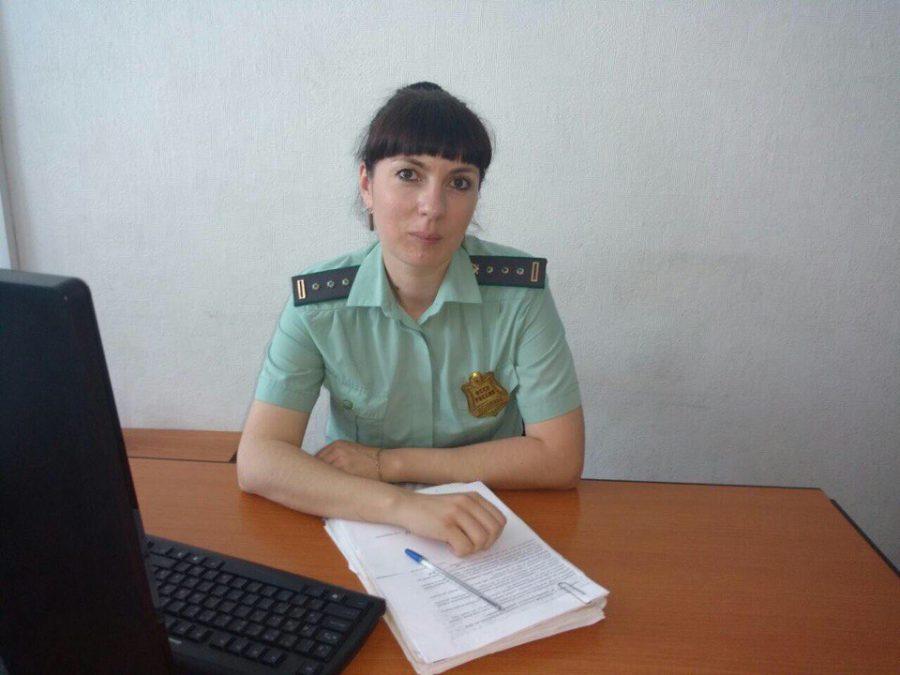 ВКузбассе пристав переоделась в приятельницу должницы, чтобы вывести ее на разговор