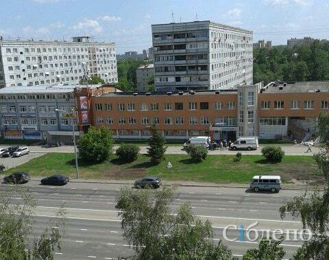 В Кемерове женщина выпала из окна на крышу другого здания