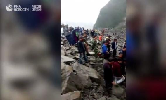 В Китае после схода оползня без вести пропали около 200 человек