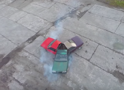 Видео: новосибирцы соорудили спиннер из трёх авто