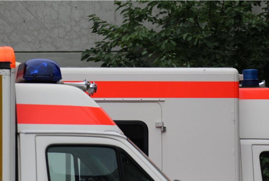 В Кузбассе на трассе в лобовом столкновении двух грузовиков погибли три человека