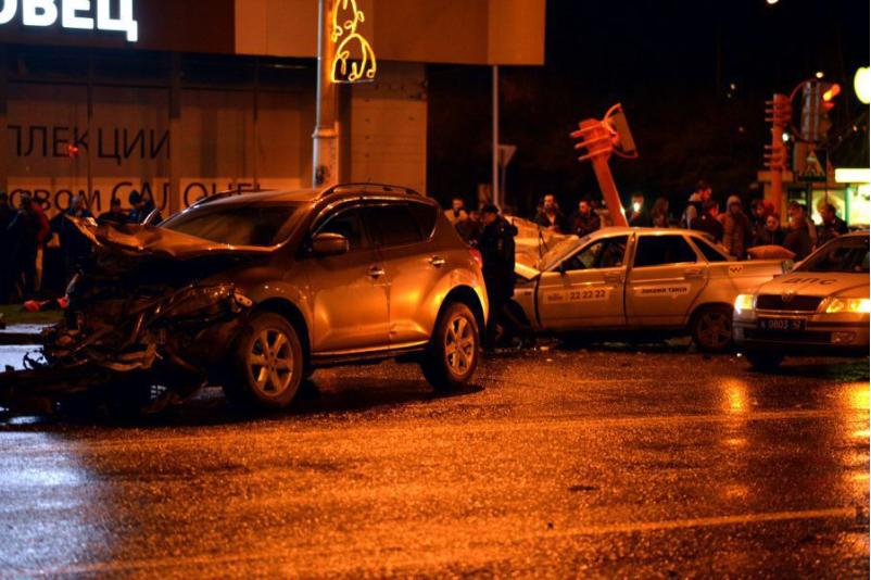 Водитель Nissan избежал срока за ДТП в Кемерове, в котором погибли двое студентов и таксист