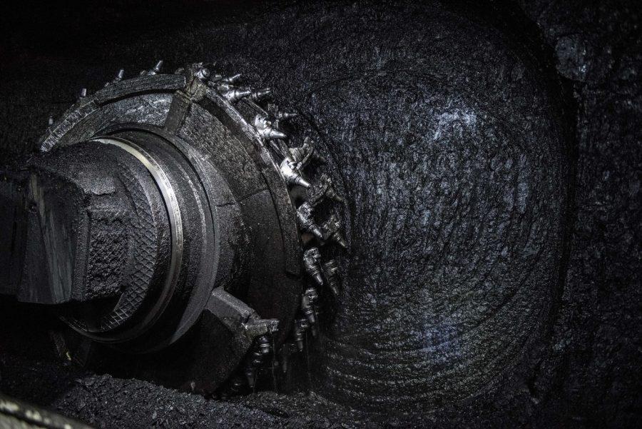 СУЭК вложила более 2,3 млрд рублей в оснащение новой лавы на кузбасской шахте