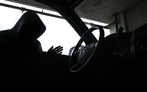Беловские полицейские ищут угнанную Toyota Land Cruiser 200