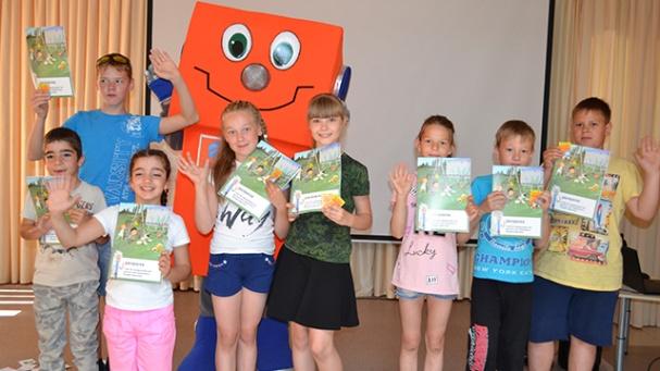 На каникулах робот Вольтик проводит уроки электробезопасности для школьников Кузбасса