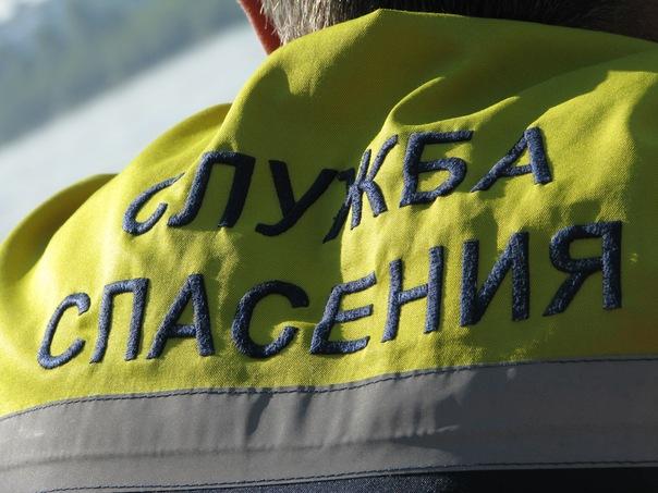 Кемеровские спасатели освободили застрявшую между решёток на балконе девушку