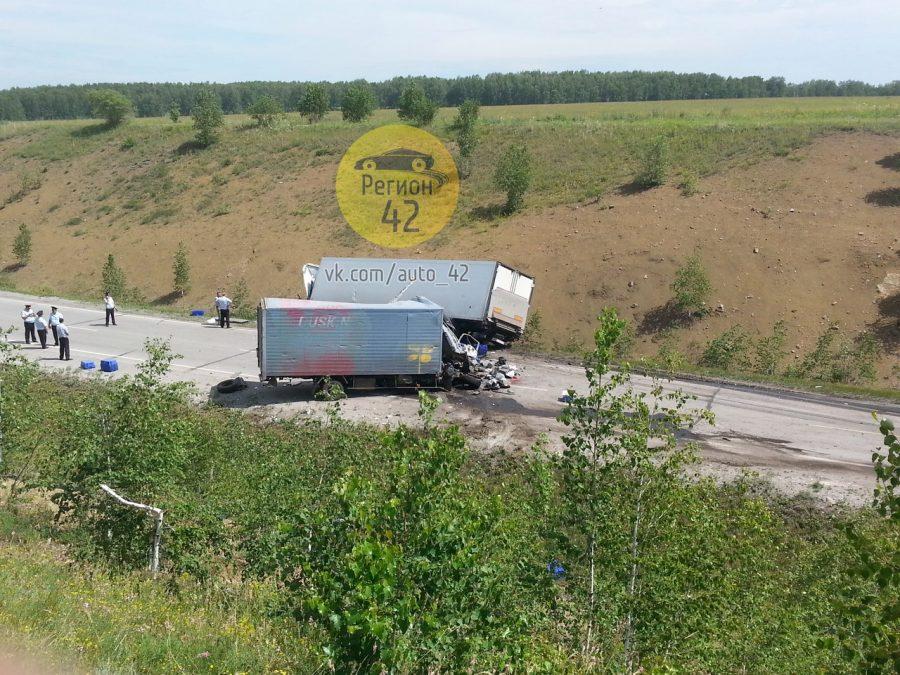 ВКузбассе натрассе влобовом столкновении 2-х фургонов погибли три человека