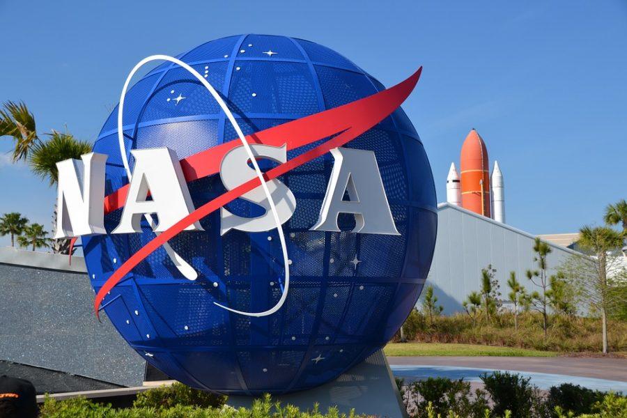 Спутник NASA зафиксировал наорбите Земли светящееся НЛО