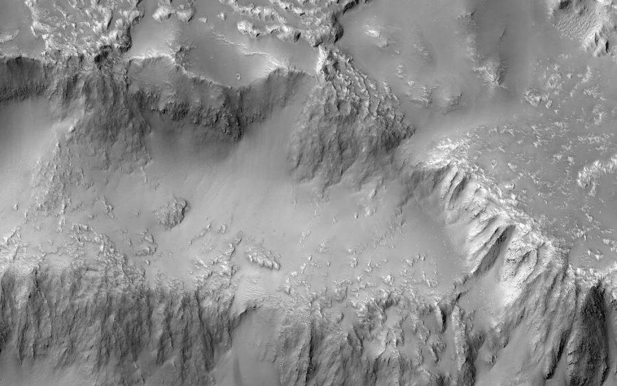 NASA показали фотокарточку водопада излавы наМарсе