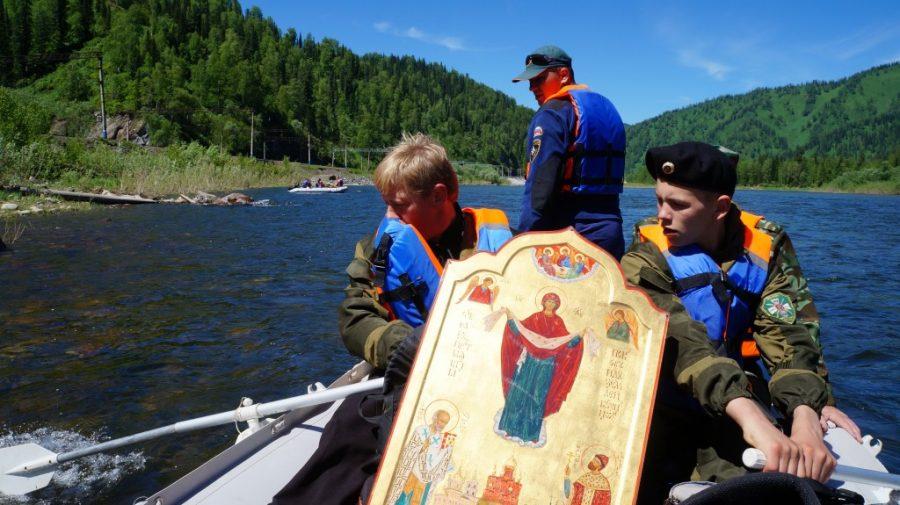 Участники крестного хода-сплава преодолели 150 км по реке Томь