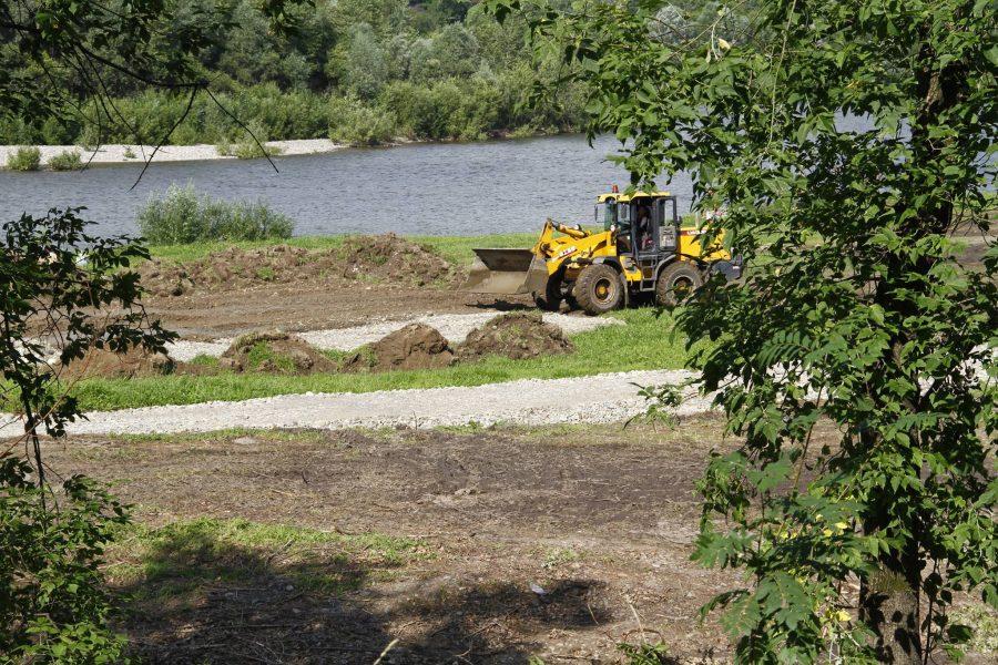 Депутат Госдумы проинспектировал строительство нового парка в Междуреченске