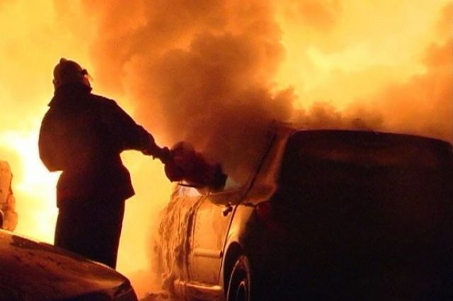 Вечером 11 июля в Прокопьевске горел автомобиль Mercedes-Benz