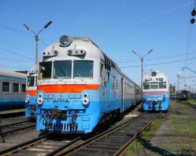 В Кузбассе пассажир поезда изрезал себя и 20-летнего проводника