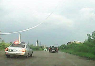 В Кузбассе сотрудники ДПС прострелили колёса авто, пьяный водитель которого пытался скрыться