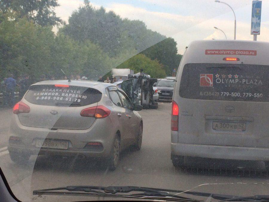 ГИБДД: в столкновении Volkswagen и Toyota на Тухачевского в Кемерове пострадали пять человек