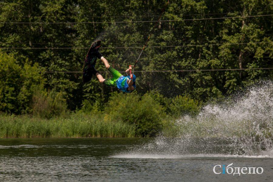 «Кипяток» на озере Красном: как прошёл первый в истории Кемерова турнир по вейкбордингу