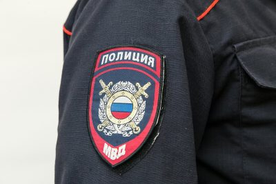 В Кузбассе сотрудники полиции забрали двух детей у пьяной матери