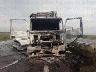 В ДТП со сгоревшей фурой на кузбасской трассе пострадал один человек