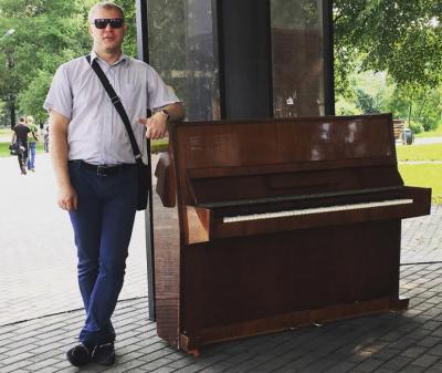В новокузнецком арт-сквере поставили новое уличное пианино