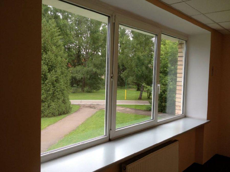 В Кемерове из окна второго этажа выпал двухлетний ребёнок