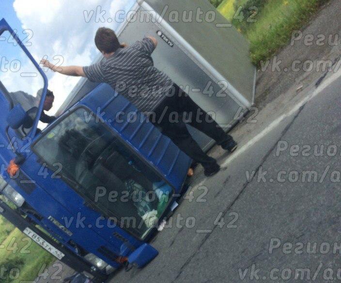 В Кузбассе двух человек госпитализировали в результате столкновения Toyota и Mazda