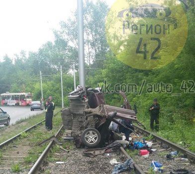 В полиции рассказали подробности смертельного ДТП на Логовом шоссе в Кемерове