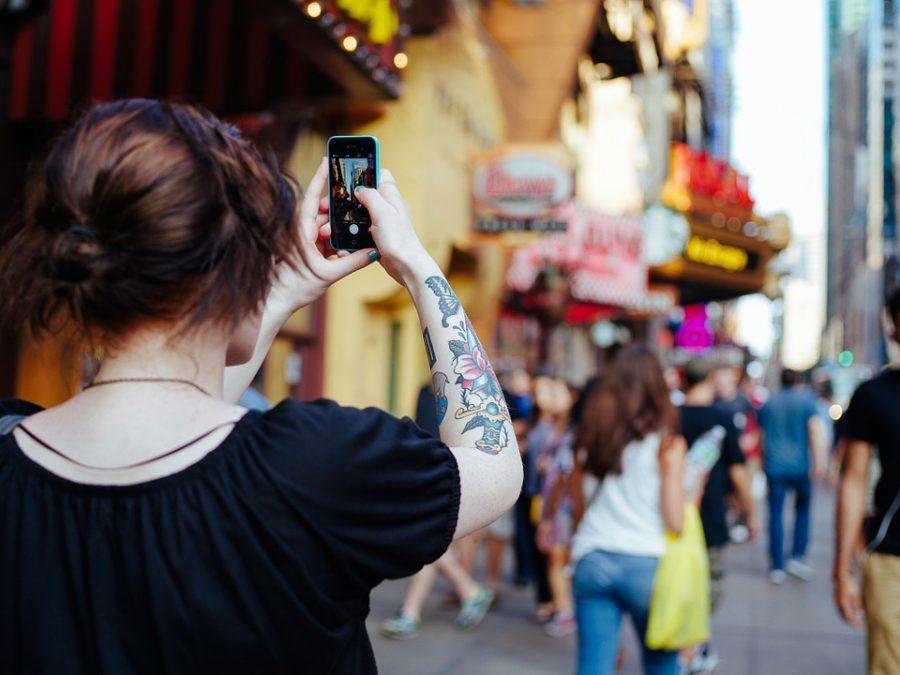 ВГонолулу запретили отвлекаться намобильные устройства при переходе улицы