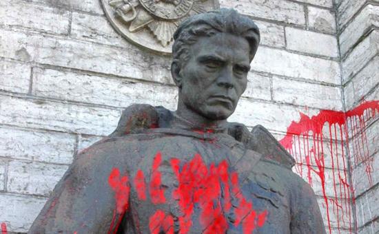 В Польше утвердили закон о сносе советских памятников