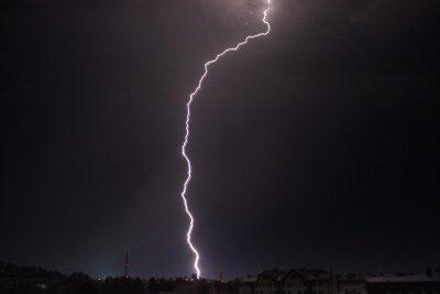 В кемеровский ЦУМ ударила молния: комментарий МЧС