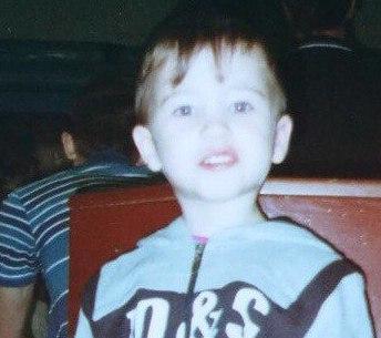 В Мысках полиция просит помощи в поисках пропавшего мальчика у автомобилистов