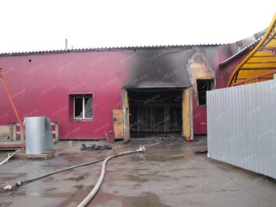 Фото: в Новокузнецке сгорел цех по производству лакокрасочных материалов