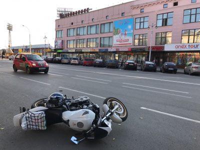 В Кемерове травмированный мотоциклист ищет свидетелей аварии
