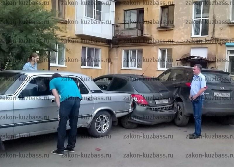 Ребенок изКемерова устроил ДТП спятью автомобилями