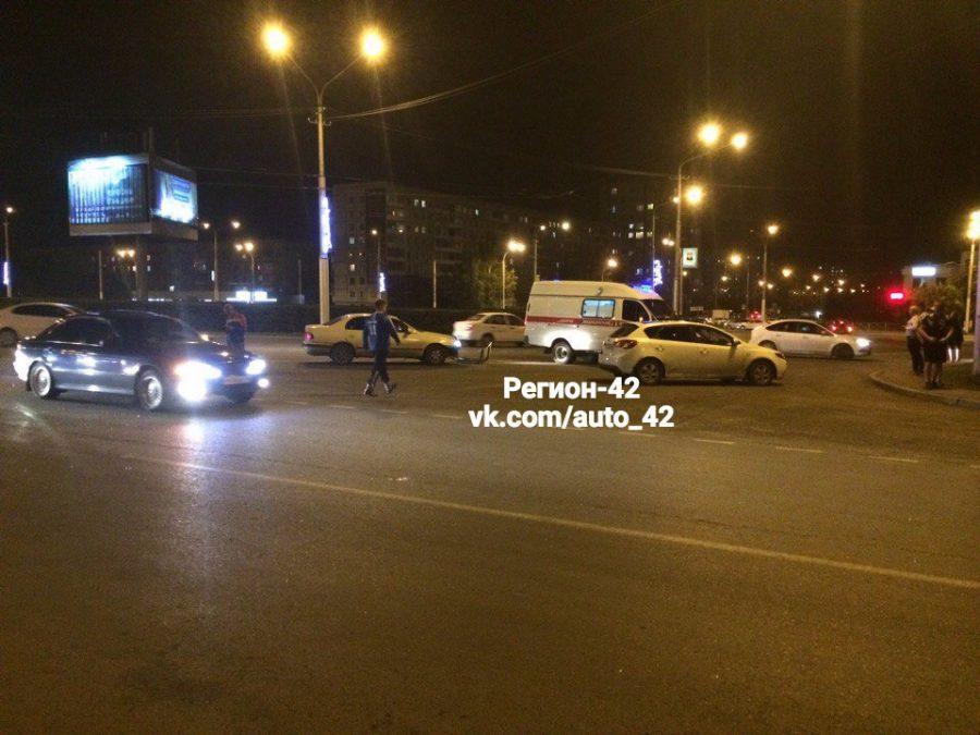 Фото: в Кемерове на кольце бульвара Строителей перевернулся Daewoo Matiz