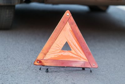 В Кузбассе на трассе столкнулись BMW X5 и Toyota Funcargo, двух человек госпитализировали