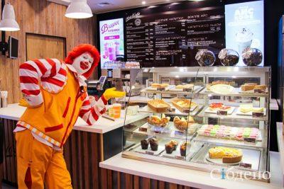 Массовую драку между любителями еды из McDonald's в Кемерове сняли на видео