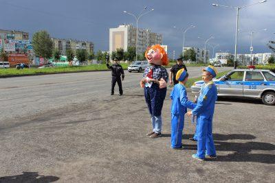 Сотрудники ГИБДД и священники напомнили кузбасским водителям о соблюдении ПДД