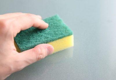 Немецкие учёные заявили об опасности губок для мытья посуды