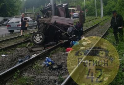 Разбившийся в Кемерове на Логовом шоссе водитель ВАЗа был под наркотиками